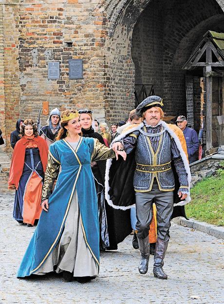 «Берегиня» розпочалася частковою реконструкцією знаменитого з'їзду європейських монархів 1429 року, що відбувався у Луцькому замку