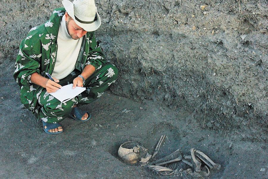 Знання археології знадобилися Олександрові Смірнову на війні. Фото з архiву редакцiї