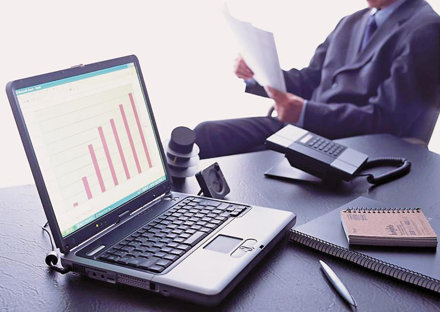 Незабаром підприємці зменшать видатки на офіційні платежі за підготовку документів. Фото з сайту daysoffashion.com