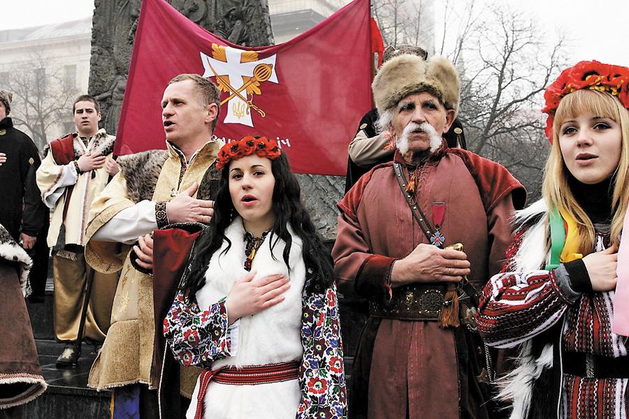 Нині головна пісня держави наповнилася для українців новим змістом. Фото УНIAН