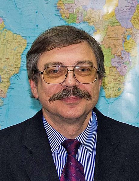 Директор Державної бібліотеки України для юнацтва Георгій САПРИКІН