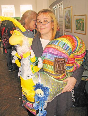 Київська лялькарка Олена Терехова дуже любить створювати ось таких барвистих веселих великих равликів