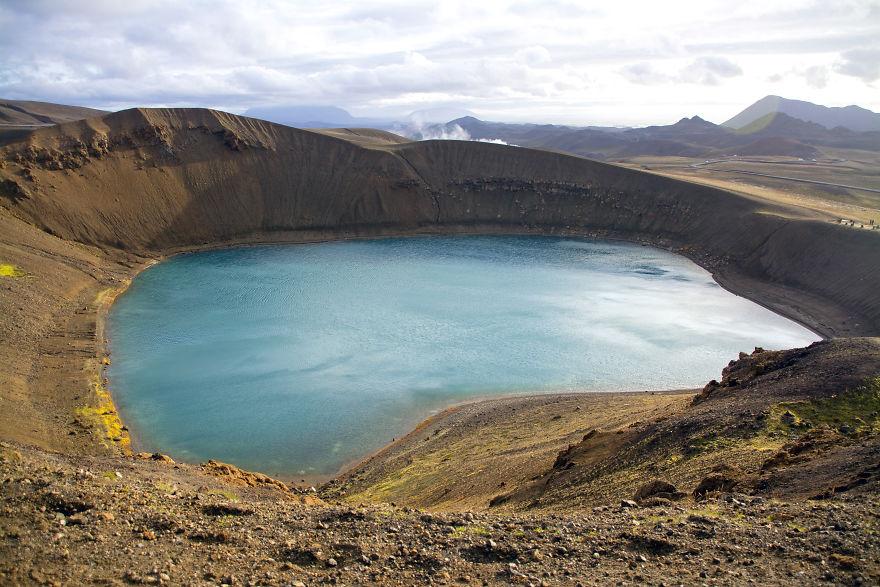 Озеро Віті в кратері вулкана