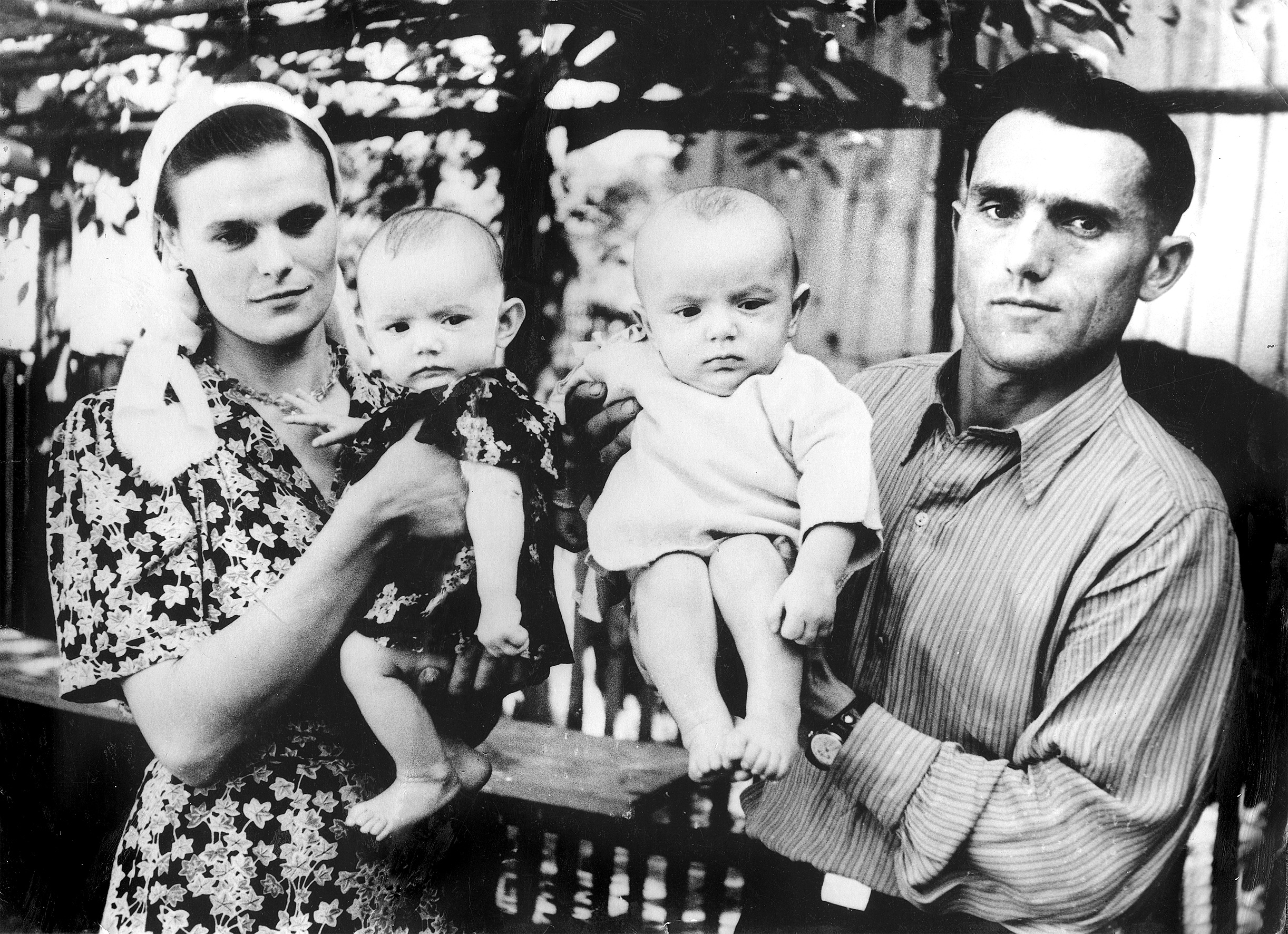 Кожному по дитині (с. Ржавинці, 1962 рік). Фото з сімейного архіву