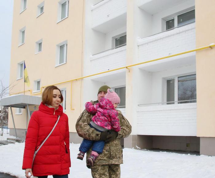 Надання житла військовослужбовцям, які захищають Україну, є одним з першочергових завдань української влади. Фото із сайту apostrophe.ua