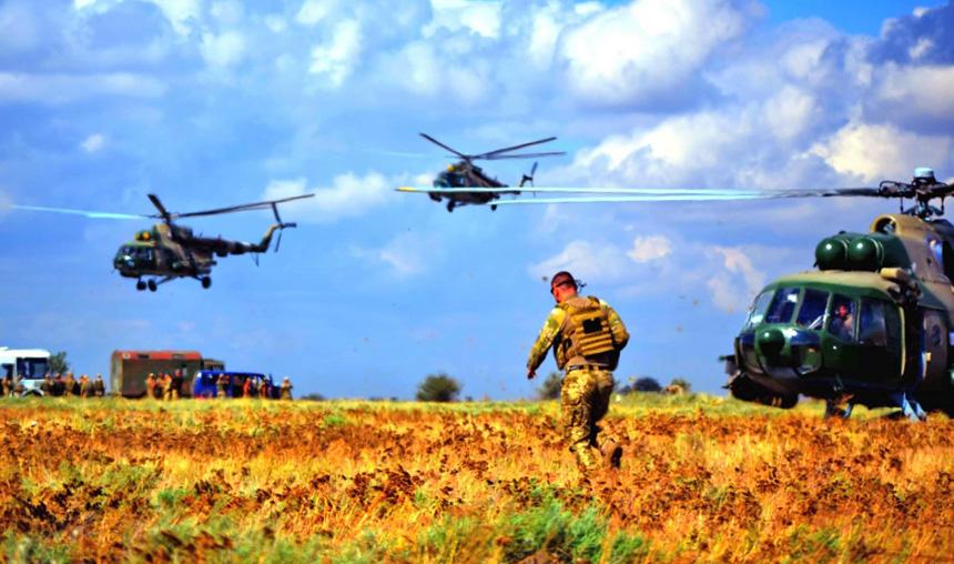 Пілоти й десантники належать до тих категорій військовослужбовців, розмір надбавки яким за особливості проходження служби буде збільшено до 100%. Фото з сайту mil.gov.ua