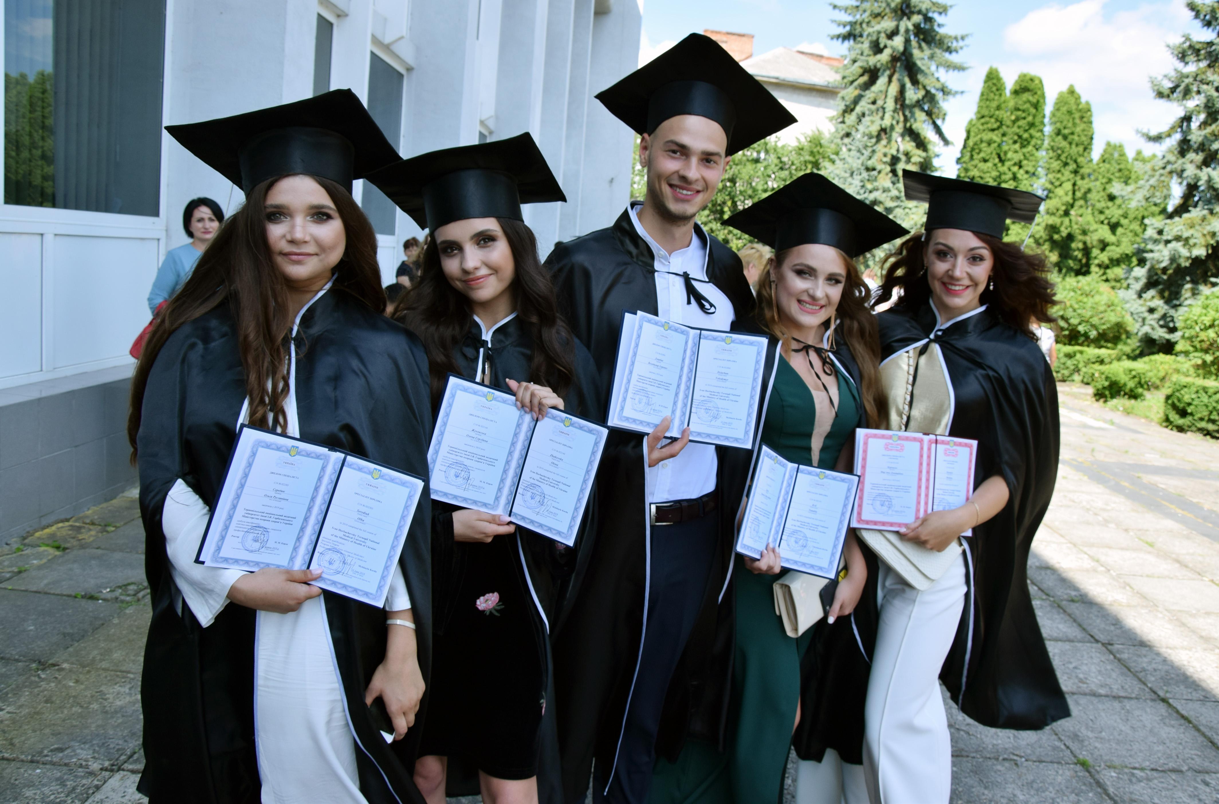 Стали дипломованими. Фото автора