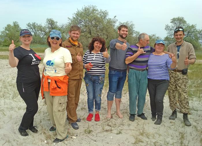 Представители общественной организации «Кинбурн» ухаживают за Белобережье.  фото автора
