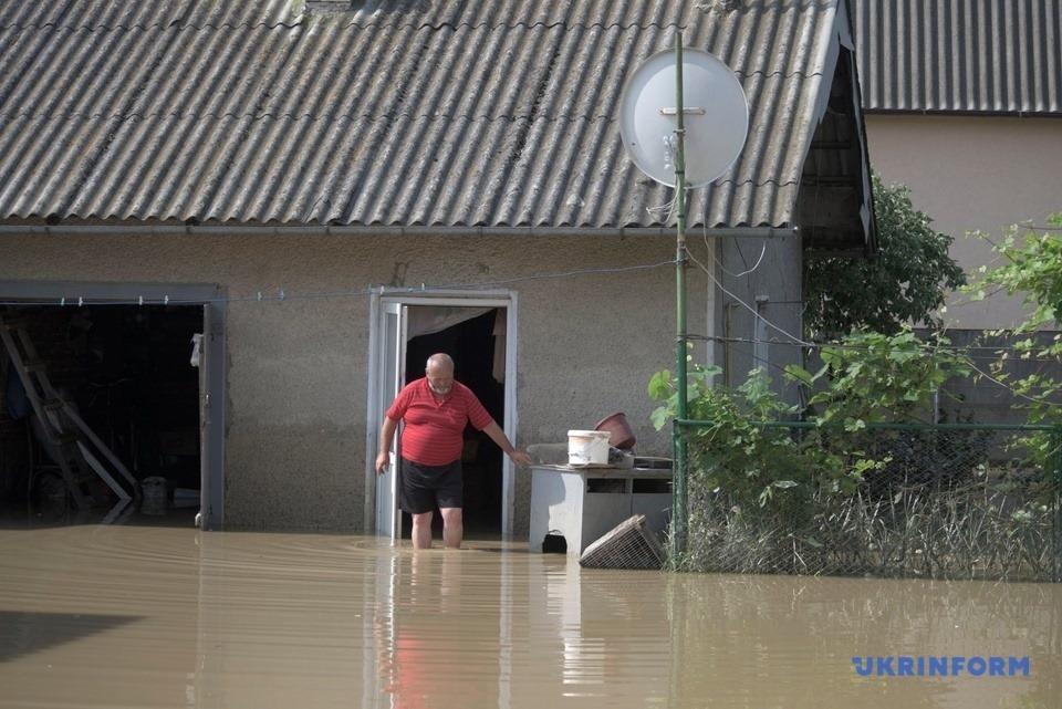 Уряд виділив сім'ям, житлові будинки яких пошкоджено, по 20 тисяч гривень. Фото Укрiнформу