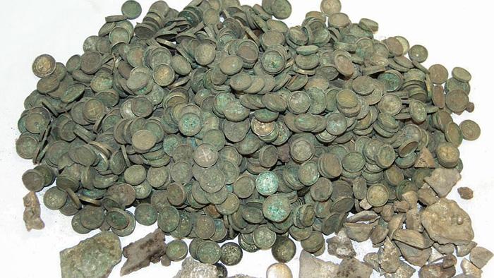 Скарб срібних монет-динаріїв XII століття. Фото з сайту visitczechia.com
