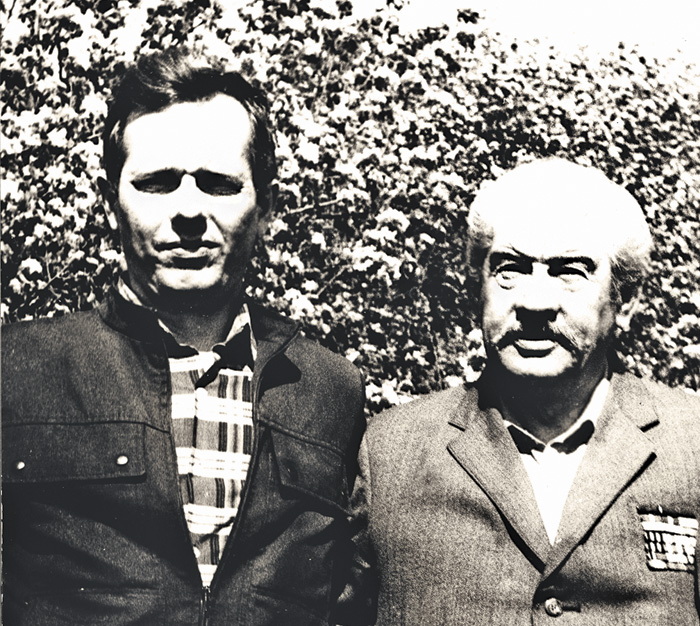 Олександр і Данило Бакуменки на Крилатій горі у Деркачах, травень 1994 року. Фото надав автор